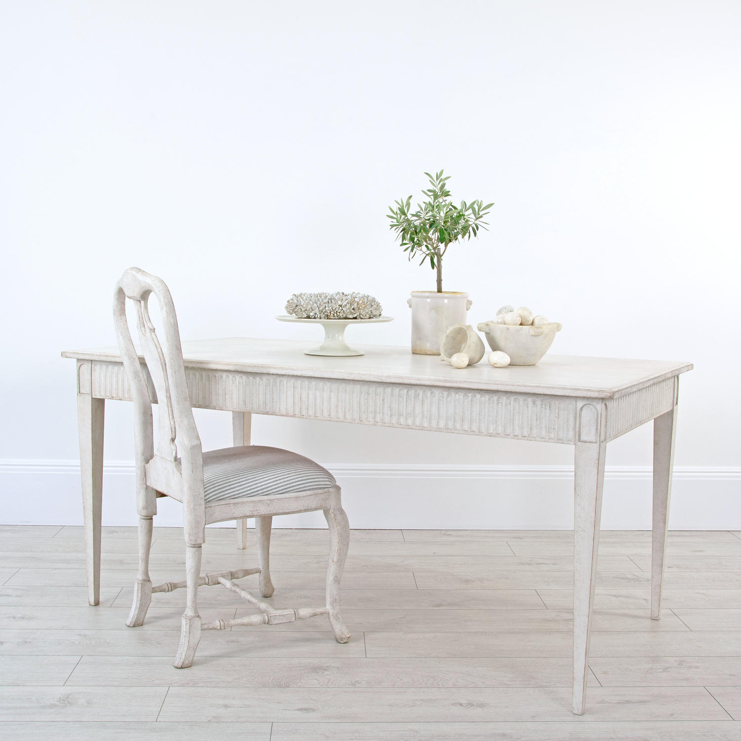 Dining table lifestyle shot